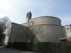 Eglise Saint-Pierre-Saint-Paul - Français:   Église Saint-Pierre-et-Saint-Paul de Maubeuge derrière