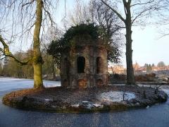 Château dit de l'Abbaye et parc de l'ancienne abbaye de Cysoing - Chapelle devant le château de Cysoing
