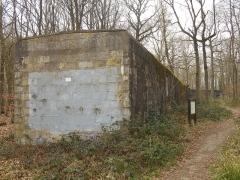 Base de lancement de V 1 du Bois des Huit Rues (également sur commune de Morbecque) - English: Base de lancement de V1 - Wallon-Cappel - Batiment de stockage