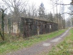 Base de lancement de V 1 du Bois des Huit Rues (également sur commune de Morbecque) - English: Base de lancement de V1 - Wallon-Cappel - Batiment pour les montages préliminaires