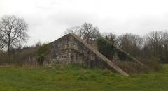 Base de lancement de V 1 du Bois des Huit Rues (également sur commune de Morbecque) - English: Base de lancement de V1 - Wallon-Cappel - Rampe de lancement