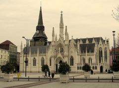 Eglise Saint-Martin - Deutsch: Die Kirche Saint Martin in Roubaix (Frankreich) gegenüber dem Rathaus
