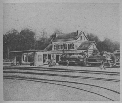 Clairière de l'Armistice - la gare de Rethondes en 1918. Avec La voie spéciale qui fut utilisée pour le wagon de Foch.