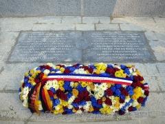 Clairière de l'Armistice - Stèle commémorative posée à à l'occasion du centenaire de l'armistice dans la clairière de Rethondes.