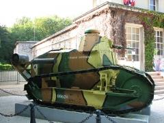 Clairière de l'Armistice - Char  Renault FT 17  exposé à l'entrée du Musée de l'Armistice, à la clairière de l'Armistice dans la forêt de Compiègne.