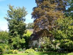 Ancien couvent de la Présentation - Français:   Le jardin de l\'ancien monastère Notre-Dame de la Présentation, au quartier Saint-Vincent. Les bâtiments conventuels accueillent aujourd\'hui des logements.