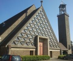 Eglise Saint-Vincent-de-Paul - Français:   Église Saint-Vincent-de-Paul, vue de la place d\'Estiennes-d\'Orves, Boulogne-sur-Mer, France