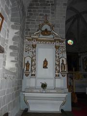 Château de Lord Davis - Autel latéral de l'église Notre-Dame, Tauves, Puy-de-Dôme, France. Autel dédié à saint Joseph mais dont les statues ne sont plus les mêmes.