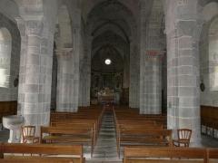 Château de Lord Davis - La nef de l'église Notre-Dame, Tauves, Puy-de-Dôme, France.