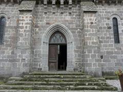 Château de Lord Davis - Le portail nord de l'église Notre-Dame, Tauves, Puy-de-Dôme, France.