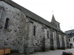 Château de Lord Davis - Le côté nord de l'église Notre-Dame, Tauves, Puy-de-Dôme, France.