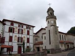 Chapelle du Sacré-Coeur, actuellement chapelle du lycée Saint-Joseph - English: Notre Dame du Sacré Coeur, Hasparren (Pyr-Atl, Fr), exterior with former presbytery, now part of a college.