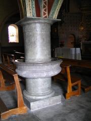Eglise Saint-Polycarpe -  Village de Castet - Pilier-bénitier - Pyrénées Atlantiques - France