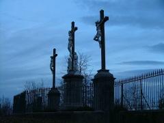 Calvaire et chemin de croix extérieur - English: Les trois croix au sommet du Calvaire de Bétharram fin de la Via Crucis.