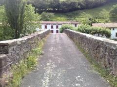 Pont Noblia sur la Nive - Euskara: Noblia zubia Bidarraiko geltokitik, Nafarroa Beherea, Euskal Herria.