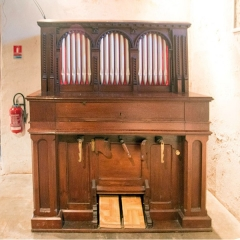 Eglise Notre-Dame -  Harmonium Organ with false facadeof pipe  organ, reduced to a liturgical pool, in Our Lady of the Assumption in Jatxou.