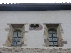 Eglise Saint-Etienne - English:   Heart-shaped opening in the apse of the church Saint-Étienne-de-Baïgorry (Pyrénées-Atlantiques, France).