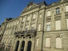 Ancien bâtiment ministériel (ouest) , actuellement Direction régionale des impôts, Direction des services fiscaux du Bas-Rhin (4 place de la République) , Trésorerie générale de la région Alsace et du département du Bas-Rhin (25 avenue des Vosges) - Français:   Façade de l\'hôtel des Impôts de Strasbourg.