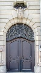Ancien bâtiment ministériel (ouest) , actuellement Direction régionale des impôts, Direction des services fiscaux du Bas-Rhin (4 place de la République) , Trésorerie générale de la région Alsace et du département du Bas-Rhin (25 avenue des Vosges) -  Porte orientale de la Trésorerie Générale du Bas-Rhin