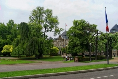 Ancien bâtiment ministériel (ouest) , actuellement Direction régionale des impôts, Direction des services fiscaux du Bas-Rhin (4 place de la République) , Trésorerie générale de la région Alsace et du département du Bas-Rhin (25 avenue des Vosges) - English: Strasbourg - Place de la République - View NW towards L'hôtel des impôts
