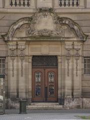 Ancien bâtiment ministériel (est) , Préfecture du Bas-Rhin -  Porte arrière de la préfecture du Bas-Rhin