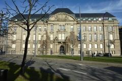 Ancien bâtiment ministériel (est) , Préfecture du Bas-Rhin -  Préfecture de la région Alsace, préfecture du Bas-Rhin à Strasbourg en décembre