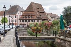 Canal de la Lauter - Deutsch: Lauterkanal mit dem Salzhaus in Weißenburg, Elsaß, Frankreich