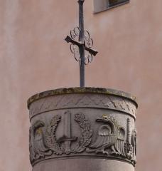 Eglise simultanée Saint-Etienne -  Alsace, Bas-Rhin, Wangen, Eglise simultanée Saint-Etienne; Colonne Napoléon?