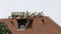 Ancien hôtel du maître de poste - Deutsch: Dachschmuck auf der früheren postalischen Umspannstation in Fegersheim
