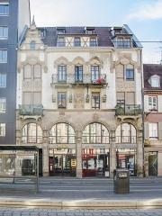 Ancienne maison du négociant Rubin dite maison A l'Ange -  Bel immeuble picturaliste (effets pittoresques d'un mix d'éléments gothiques et renaissance) avec notamment une statue d'ange en son milieu.