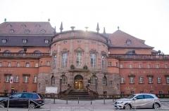 Bains municipaux -  Beau bâtiments du début du XXe siècle, d'un style tout à fait particulier.