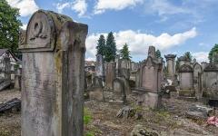Cimetière juif de Koenigshoffen -  La communauté juive strasbourgeoise obtient, à la veille du premier empire, un terrain pour y établir un cimetière israélite.