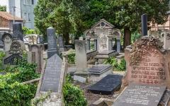 Cimetière juif de Koenigshoffen -  Ce cimetière est en cours de réhabilitation et pourra dès 2020 accueillir de façon plus sécurisé touristes et locaux et permettra un bon coup de jeune à de nombreuses sépultures.