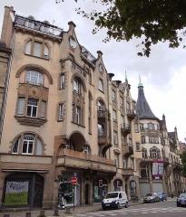 Palais des Fêtes - English: Immeuble, 1 rue Sellénick et 64a avenue des Vosges, Strasbourg