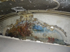 Palais des Fêtes - English: Painting probably by Carl Jordan (1863-1946). Stucco by Unknown.