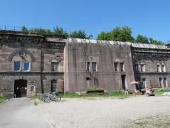 Fortifications allemandes, front nord et nord-ouest - Français:   Strasbourg: fortifications de la rue du Rempart. Le n° 14 hébergeait le Centre des Transmissions de Strasbourg (43e régiment des Transmissions). Aujourd\'hui un espace culturel.