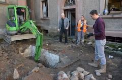 Patrimoine juif de la commune - Français:   Fouilles archéologiques de l'Inrap dans la cour de la synagogue de Thann et découverte du bain rituel le 17 mars 2014.