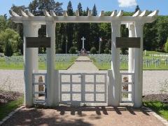 Cimetière roumain et son monument - Français:   Alsace, Haut-Rhin, Soultzmatt, Cimetière militaire roumain de la Première Guerre Mondiale.