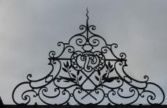 Maison forte - Français:   Maison Forte de Vourles dans le Rhône (ferronnerie du portail)