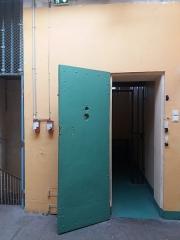 Prison Montluc - Ancienne prison des femmes: porte de cellule.
