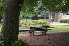 Ancienne propriété Gillet - English: Park bench in square facing the Villa Gillet