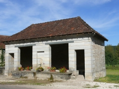 Fontaine-lavoir et cimetière - English: Lavoir of Pennesières (Haute-Saône, France) (1823)