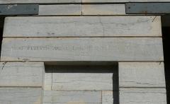 Fontaine-lavoir et cimetière - English: Lavoir of Pennesières (Haute-Saône, France) (1823). Motto: More fluentis aquæ labuntur lucida nobis (Things that are bright for us glide like flowing water)