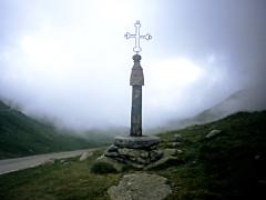 Eglise, cimetière, ancienne mairie, chapelles, croix et oratoire -