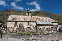 Eglise, cimetière, ancienne mairie, chapelles, croix et oratoire -  Exterieur de l'église Saint-Saturnin de Saint-Sorlin-d'Arves / Saint-Sorlin-d'Arves / Savoie / France