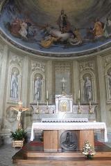Eglise de Saint-Ferréol située au centre bourg - Français:   Autel de l\'église Saint-Ferréol (août 2018).