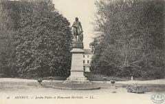 Statue de Berthollet -