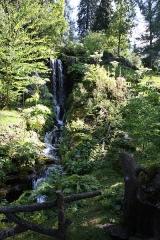 Jardin botanique alpin dit La Jaysinia - English: Alpine botanical garden La Jaÿsinia - Waterfall