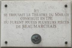 Immeuble - Français:   Plaque commémorative, 11 rue de Sévigné, Paris 4e. «Ici se trouvait le Théâtre du Marais, construit en 1791, où furent jouées plusieurs pièces de Beaumarchais.»