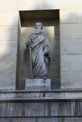 Église Saint-Denis-du-Saint-Sacrement -  katholische Pfarrkirche Saint-Denys-du-Saint-Sacrement in Paris (3. Arrondissement), Statue des Apostels Paulus